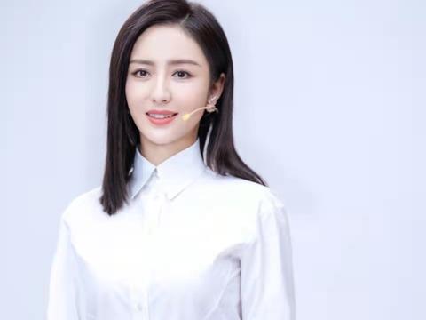 佟丽娅担任中国棉花大使,穿白衬衫优雅又高级,单身后气质更惊艳
