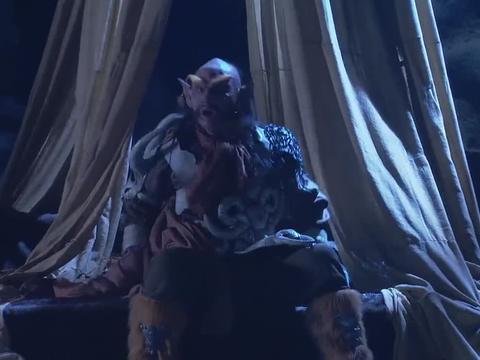 大圣碰到了个难缠的妖怪,不但没把他降住,还差点被布袋收进去!
