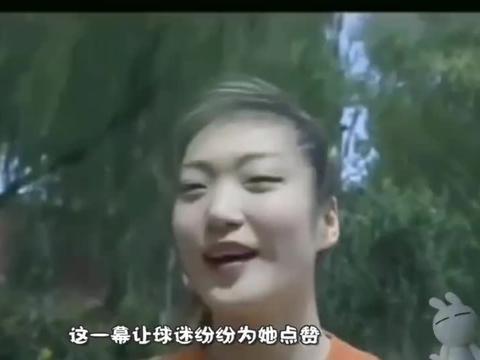 """中国女篮""""豪放""""的一幕!直接在场边换球衣,球迷却纷纷点赞"""
