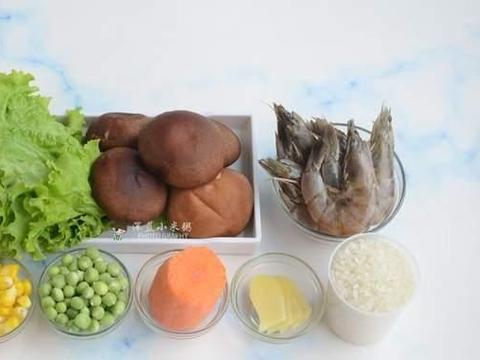 鲜糯的白米粥,融入了虾的鲜香,时蔬的营养,滋补又暖胃,好味道