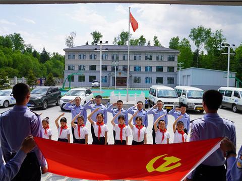 """多彩警营""""粽""""是情│吉林长白山边境管理支队携手""""童""""行"""