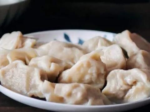 """拌饺子馅时,牢记""""放1水加2油"""",猪肉馅鲜嫩饱满多汁,无异味"""