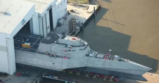 美军新一艘濒海战斗舰举行命名仪式 以外国首都命名