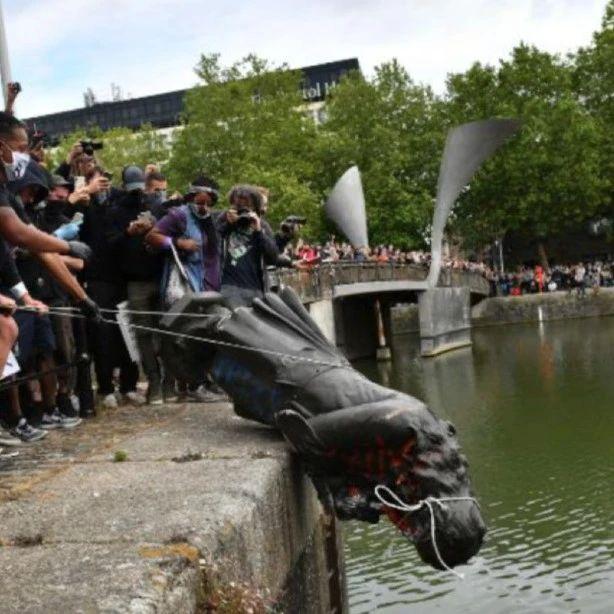 科尔斯顿铜像被推倒后首次展出:它是否还应成为城市空间的一部分?