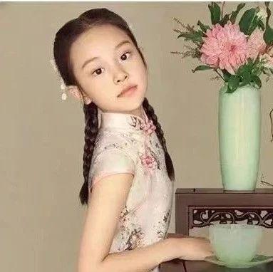 8岁甜馨撞上奥莉引上万网友热议:李小璐,你怎么把女儿养成这样了?