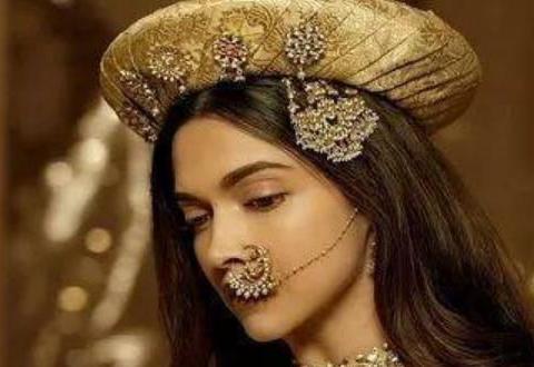印度女人最喜欢这一种特殊的首饰,珠光宝气中显女性妩媚,很唯美