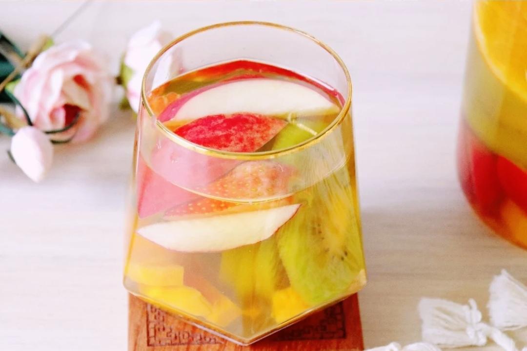 高颜值夏日饮品:茉莉奶冻珍珠奶茶,拼色草莓布丁,清新水果茶