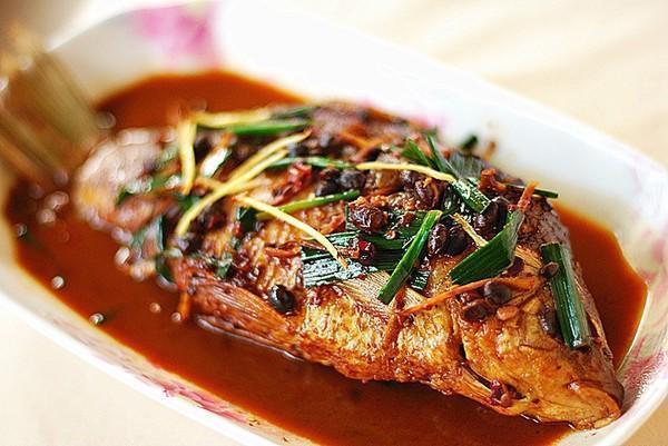 美食推荐:回锅鲫鱼,刀拍黄瓜,豉椒带鱼,香辣鱿鱼须的做法