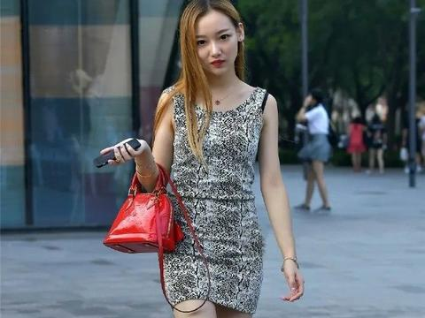 怎样穿出养眼又温柔的女生?修身连衣裙配高跟鞋,优雅大气又可人