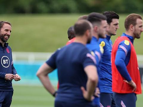 曼联队长恢复完整训练,仍将缺席两场欧洲杯!索斯盖特或用四边卫