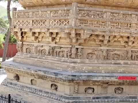 大山里隐藏1500年前皇家寺院,真古老,山门上二龙戏珠晶莹剔透