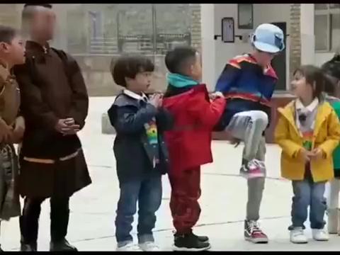 一起出发吧-饺子跟jasper跟小朋友玩游戏沉浸式蹲萝卜无限循环