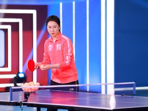《运动不一样5》乒乓球冠军李晓霞秀奇迹 小选手拼尽全力获冠军赞