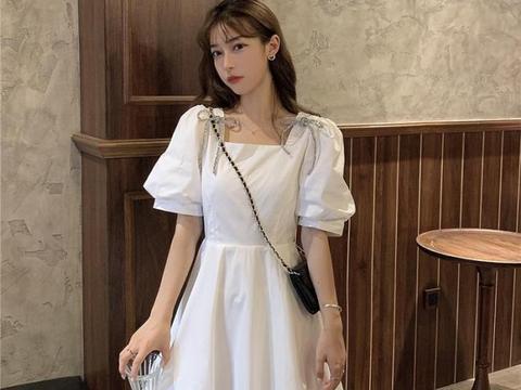 夏日里清爽舒适的穿搭,短款连衣裙清新又很显腰身,超好穿!