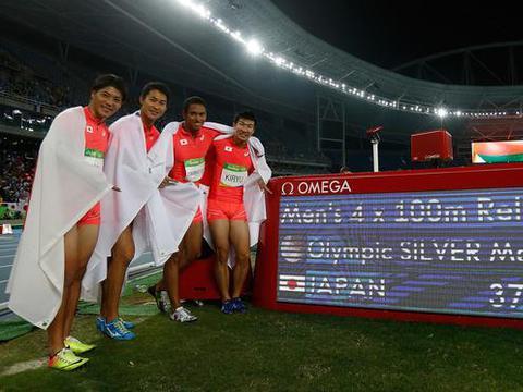 中日百米飞人隔空对决,31岁苏炳添跑出9秒98,日本名将9秒95夺冠
