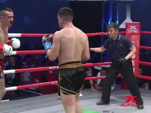 昆仑决:这两外国拳手不停一直打,裁判喊停都不听