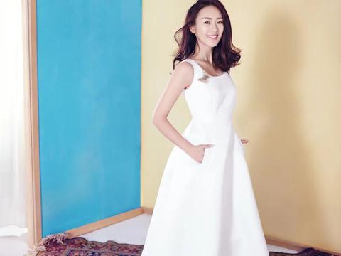 """童瑶结婚两年拿3个大奖,超越姚晨马伊琍,她的老公真""""旺妻"""""""