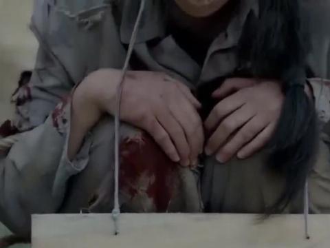 天涯浴血:女子军被拉到街上拍卖,十块大洋一个,残忍!