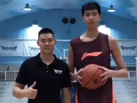 广东男篮又涌现超级新星,18岁两米二零,有他在宏远至少五连冠
