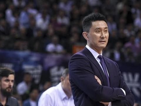 带领广东男篮三连冠,却被评最不受欢迎主教练,杨鸣:值得学习