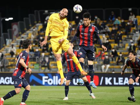 川媒:成都蓉城将签下巴西前锋费利佩,国内球员援引仍遵循本土化