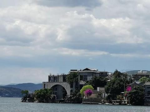 湖岛风情,隐藏在苍洱风光第一镇中,登岛就能看到太阳宫、月亮宫