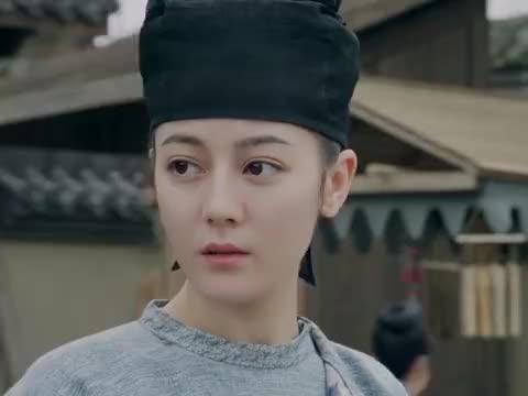 长歌就站在城头,王君廓在暗中监视她