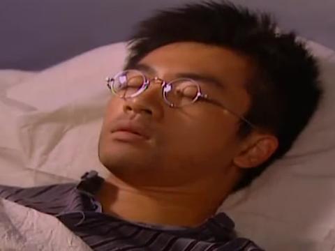 杜飞手术后昏迷,如萍守候在他旁边,满满的都是回忆
