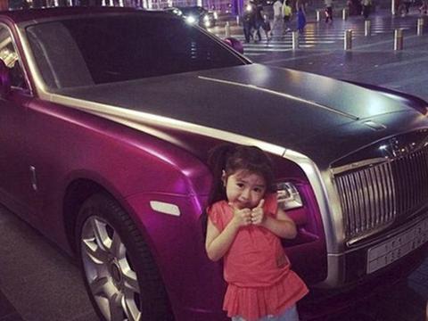 那个因笑容太甜,巧妙治愈迪拜富豪多年抑郁症的女孩,现在怎样?