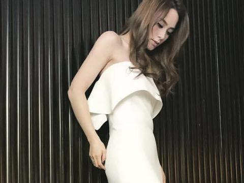 阿娇气质这块拿捏太稳,一袭黑色吊带蛋糕裙性感时髦,成熟优雅