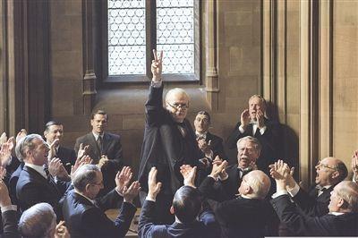 剪刀手、抽雪茄,丘吉尔靠几大作为成了英国最强元首?