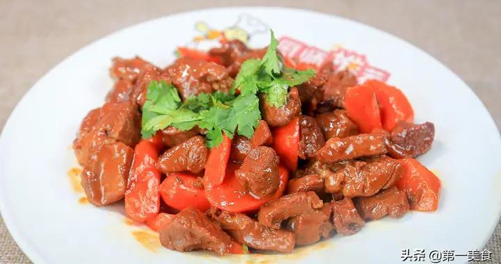 红焖羊肉家常做法,厨师长分享做法和诀窍,鲜嫩入味,色泽红润