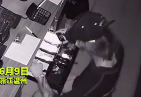 """浙江:2男子合伙偷钱,监控曝光1小偷破坏""""行规"""",警方介入调查"""