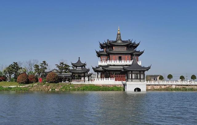 京杭大运河进入长江的渡口,出现在很多古诗词里,鉴真从这里东渡