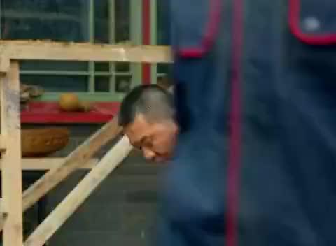 中国式:大叔刚从工地下班,就和五百强老板吃饭,真让人看不透