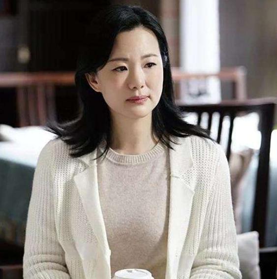 她曾是普通文员,和陈道明相恋8年,今逆袭成影后