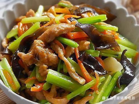 美食推荐:开洋小油菜、土豆饼、海鲜菇芦笋、多彩芹菜炒肉丝做法