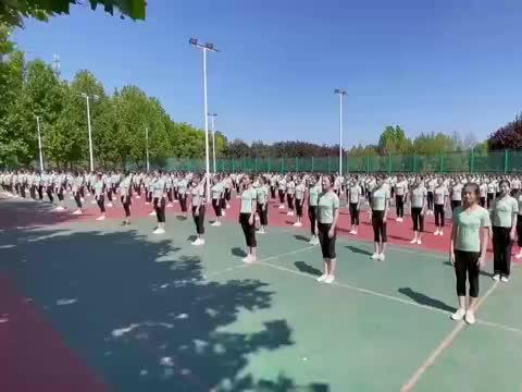 500人跳尼玛情歌,简单的舞蹈竟能如此壮观,刘福洋领跳功不可没