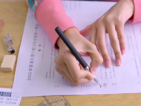 学霸妹妹替姐姐高考,结果姐姐考上重点大学,妹妹却落榜了!