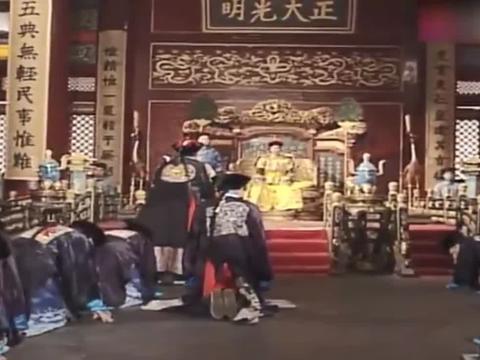 宰相刘罗锅:刘墉让乾隆看宝座上的牌匾,皇上一看,吓的直捂嘴