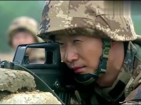 新兵蛋子射击吓到老班长,老班长直接下令停止射击,看到靶子蒙了