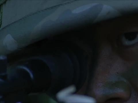 士兵突击:老A执行任务,敌人还用起榴弹炮,袁朗:逼真吗?