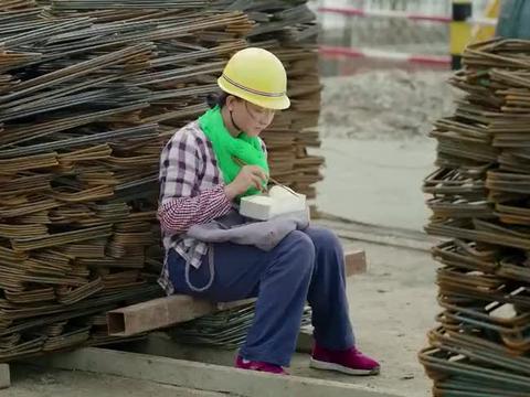 打工妹以为包工头是好心人,没想到他竟暗藏祸心,太卑鄙了