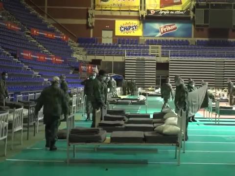 塞尔维亚首都又一体育馆改造成方舱医院