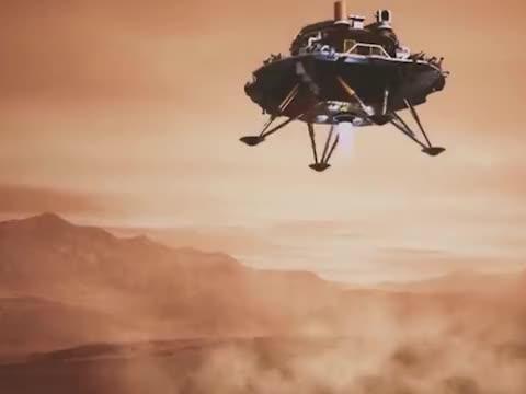美航天局接连祝贺后,祝融号从火星发来自拍照,五星红旗鲜红方正