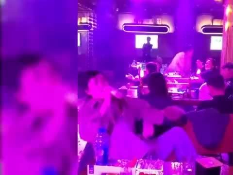 """大哥只是去吃个饭,却听了场""""演唱会""""!简直是""""林俊杰""""本人!"""