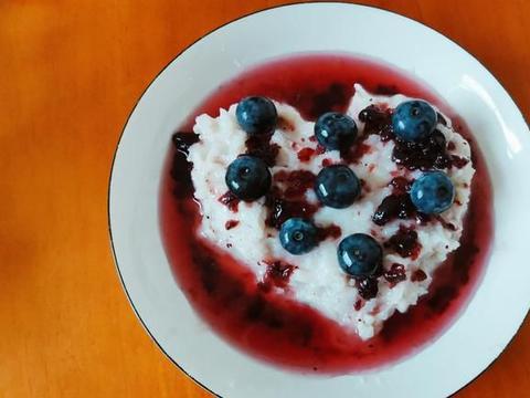 天热,饭后甜点来一份蓝莓山药泥,酸甜开胃又绵软,好吃到家了