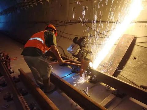 广州地铁7号线西延顺德段长轨贯通,将于今年年底试运行