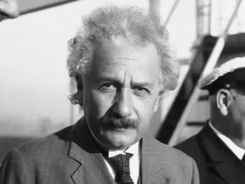 爱因斯坦为何只有上半身照?你看他平时穿的什么鞋子,就明白了