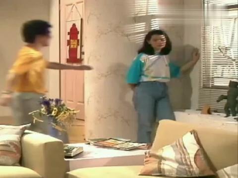 年轻时候的蓝洁瑛牛仔裤搭配体恤衫,看起来很是清爽